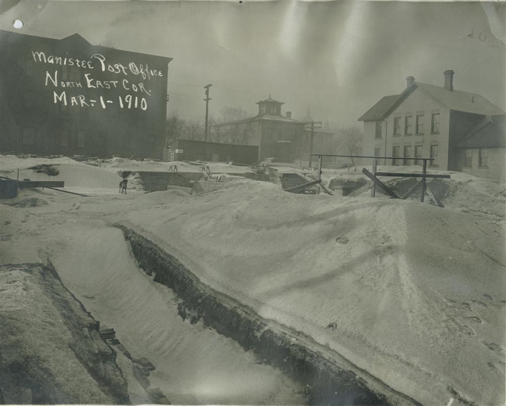 Work on hold site still covered in snow March 1910